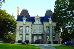 Au château du Grand Val en Combourg (3 km)