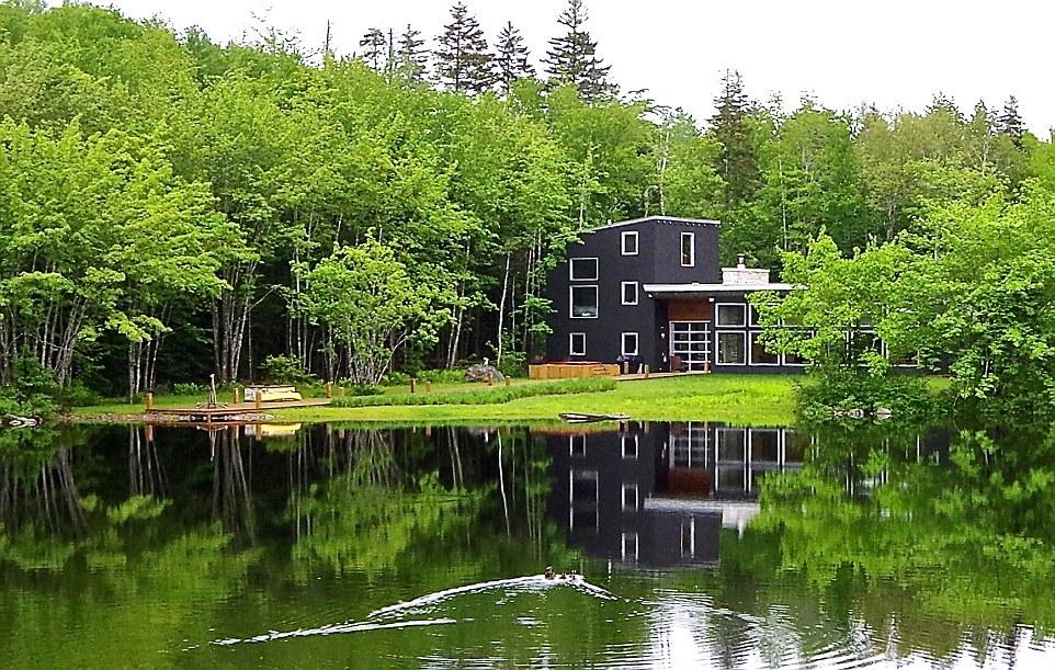 Une retraite au bord du lac en Nouvelle-Écosse, Canada