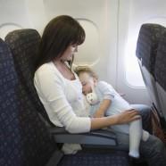 Voyager confortablement avec un bébé en avion et sa poussette