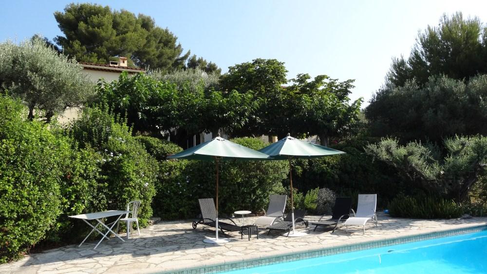 vue piscine - Location-villa-cote-azur