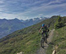 Plaisirs et découvertes de la Savoie en vélo lors de vos vacances en France.