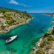 Trois destinations en Méditerranée à découvrir en voilier