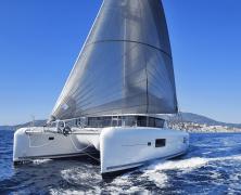 Louer un catamaran pour découvrir la Corse
